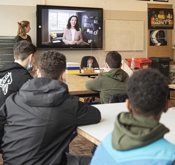 Burgemeester Halsme spreekt leerlingen toe